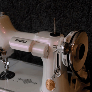 Singer Sewing machine with violet paint spectre pearl
