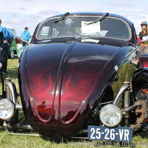 Kevin Salt's SoCal Vw Bug is Painted with Mostly Kandypearls products.